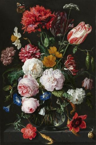 Behang Grote Bloemen.Stilleven Met Bloemen In Een Glazen Vaas