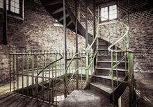 Staircase in old building fototapet Kleurmijninterieur verdenskort