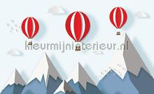 Childrens balloons over the mountaintops fotobehang Kleurmijninterieur babykamer
