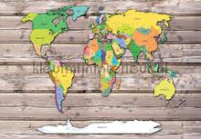 Worldmap on wood fotobehang Kleurmijninterieur Wereldkaarten