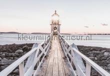 Wooden bridge to lighthouse fotobehang Kleurmijninterieur Zon Zee Strand