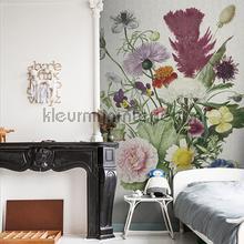 Flower bucket fotobehang Dutch Wallcoverings Kunst Ambiance