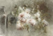 Vase with roses fotobehang Dutch Wallcoverings Kunst Ambiance