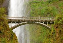 Brug bij waterval fototapet AG Design verdenskort